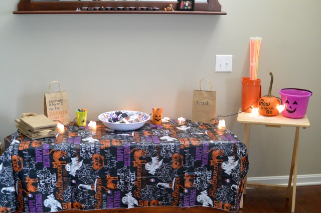 Decorate Halloween Bag Station