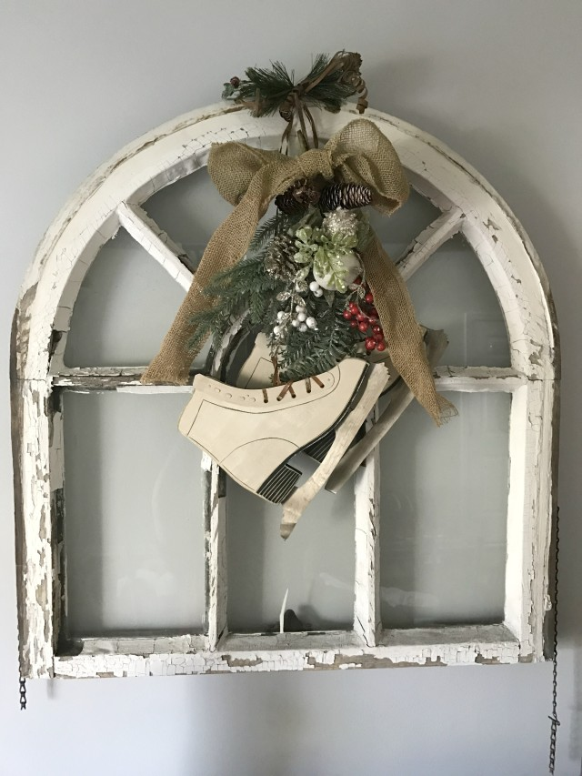 antique-window_diningroom_christmas2016