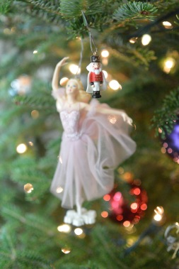 christmas-tree-ornament-1_livingroom_christmas2016